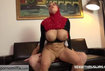 Busty Muslim woman knows how to fuck