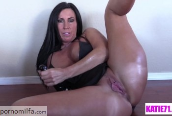 Milf with big booty plays with DILDO